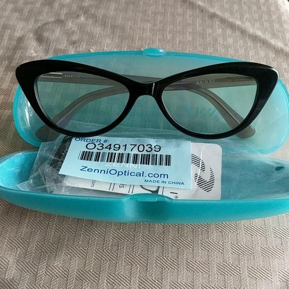 605781602e Cat eye two toned frames from ZenniOptical